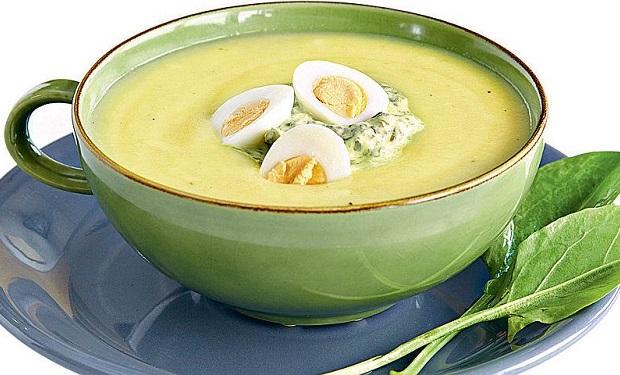 Суп зі щавлем і яйцем, сметаною